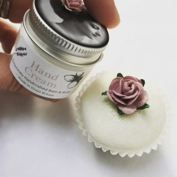 Pretty_little_wedding_favour_hand_cream_and_treat